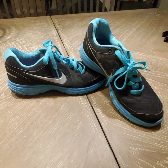 Nike Air Relentless shoes
